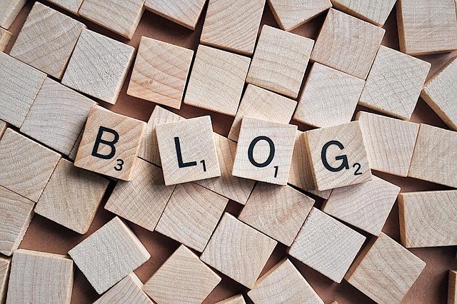 Vad är skillnaden mellan en blogg och en hemsida?